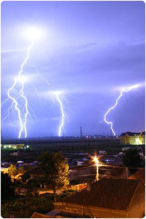 300px-Lightning_over_Oradea_Romania_2 2.4.14.4. A plazmáról